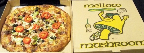 MELLOW MUSHROOM Deluxe Large Pizza, Mellow Mushroom Pizza Bakers Restaurant Large Supreme Topping Pizza Pie